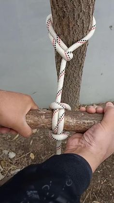 Rope Crafts, Diy Crafts Hacks, Diy And Crafts, Paracord Knots, Rope Knots, Survival Knots, Survival Skills, Fishing Hook Knots, Knots Guide
