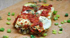 Musaca de dovlecei | Reteta vegetariana de musaca de dovlecei cu ciuperci si rosii este simpla si economica, ideala pentru a hrani o familie intreaga!