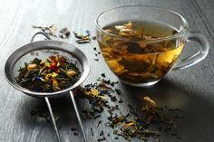 Tee aus Nutzhanf (Cannabis Sattiwa) hat eine Jahrtausende alte Tradition und wird in vielen Kulturen auch heute noch als Begrüßungsgetränk und als sanftes Mittel zur Heilung von Krankheiten aller Art verwendet. Schon Hildegard von Bingen wusste um die Vorteile von Hanf auf den gesamten menschlichen Organismus: Hanftee kann Schmerzen lindern, wirkt beruhigend und nervenstärkend. Lese weiter auf unserem Blog.. Best Herbal Tea, Best Tea, Herbal Teas, Fat Burning Tea, Hibiscus Tea, Tea Benefits, Health Benefits, Chamomile Tea, Diet Chart