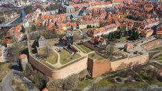 Chebský hrad je románská falc v Chebu se zachovanou věží a patrovou kaplí a zbytky paláce postavená pro císaře Fridricha Barbarossu kolem roku 1180.)