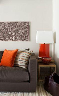 ideia de decoracao para sofá marrom de couro - Pesquisa Google