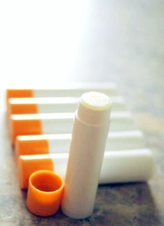 So easy to make your own Burt's Bees Lip Balm from home. Takes about 3 minutes to melt ingredients and pour into tubes/containers. MUST MAKE THIS! - Happymoneysaver.com