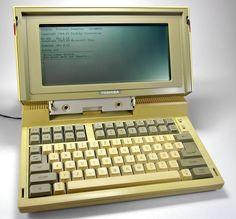 Laptop thương mại được sản xuấtđại tràđầu tiên trên thế giớiToshiba T1100