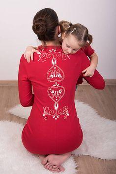 Červené šaty - folk #detskamoda#jedinecnesaty#handmade#originalne#slovakia#slovenskydizajn#móda#šaty#original#fashion#dress#modre#ornamental#stripe#dresses#vyrobenenaslovensku#children#fashion#rucnemalovane#folk Christmas Sweaters, Onesies, Folk, T Shirts For Women, Kids, Clothes, Fashion, Young Children, Outfits