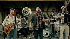 """Troubas Kater ist eine Mundart Rap-Troubadour-Urban-Folk-Pop Band aus Bern. Rapper / Sänger der Band ist QC, Männer am Meer. Ross ist ein Song ab dem Album """"..."""