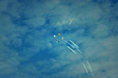 Was wollen die vier Flugzeuge wohl zeichnen?