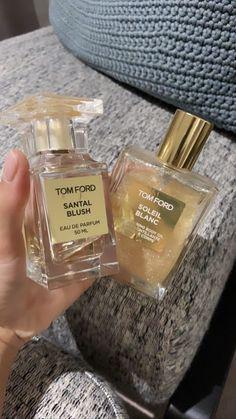 Perfume Scents, Perfume Bottles, Beauty Care, Beauty Skin, Parfum Victoria's Secret, Dolce E Gabbana, Best Perfume, Perfume Collection, Smell Good