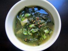 alignyo yoga recipes: Collard Green Miso Soup from vegan chef Jenne Claiborne of Sweet Potato Soul. Healthy Soup Recipes, Detox Recipes, Vegan Recipes, Detox Foods, Healthy Food, Paleo Meals, Healthy Eating, Turnip Greens, Collard Greens
