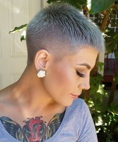 There is Somthing special about women with Short hair styles. I'm a big fan of Pixie cuts and buzzed cuts. Short Grey Hair, Short Hair With Bangs, Short Hair Cuts For Women, Short Hairstyles For Women, Buzz Cut Women, Short Cuts, Long Hair, Short Pixie Haircuts, Short Haircut