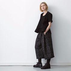 Maskülen ve minimal bir koleksiyon... Studio Nicholson, Londra'da bulunan bir çağdaş tasarım stüdyosu. Her sezon yarattığı kadın giyim koleksiyonları pratik ve sofistike bir gardırop için çabasız, stil sahibi ve kendine güvenen parçalarla dolu. Şimdi shopi go'da!  Studio Nicholson is a contemporary design studio based in London. The seasonal womenswear collections deliver effortlessly stylish & confident uniform for women who require a practical yet sophisticated wardrobe. Now up on shopi…