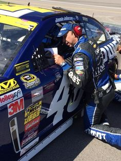 Engines are fired @kansasspeedway! Let's go racing. #lowes48 (Twitter: Team Lowe's Racing @LowesRacing)
