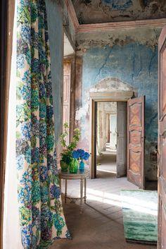 #Cortina de lino floral de @designersguild | Firma disponible en Innova | #Floral #Textil #Provenzal