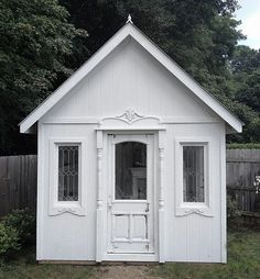 100% recycled garden cottage. Click to find out how they did it!