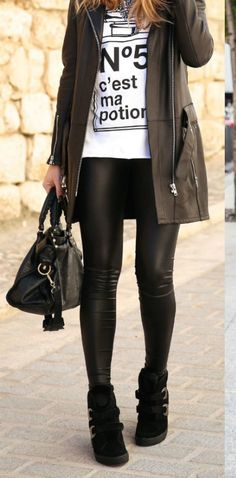 Make a black leather coat and black leather leggings your outfit choice to pull together a stylish outfit. The whole look comes together when you complete your outfit with black suede wedge sneakers. Mode Outfits, Casual Outfits, Fashion Outfits, Ladies Fashion, Fashion Ideas, Woman Fashion, Ladies Outfits, Classy Outfits, Sneakers Fashion
