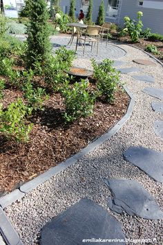 Polku Garden Stepping Stones, Garden Planning, Walkway, Garden Paths, Beautiful Gardens, Sidewalk, Backyard, Balcony, Outdoor Decor