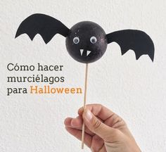 DIY Halloween/ Halloween Crafts http://manualidades.euroresidentes.com/2013/10/como-hacer-murcielagos-para-decorar.html