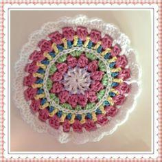 Mandala oppskrift gratis - dobbel tråd ca 19 cm i diameter, se mer på vår blogg Crocheting, Amanda, Blanket, Design, Crochet, Blankets, Cover, Knits, Ganchillo