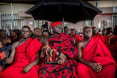 afrikanattire: Ashanti funeral in Kumasi, Ghana. I attended the Ashanti funeral in kumasi, is been a unique opportunity to understand the culture traditional Akan people.