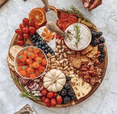 Charcuterie Recipes, Charcuterie Platter, Charcuterie And Cheese Board, Cheese Boards, Fall Recipes, Holiday Recipes, Ground Beef Recipes For Dinner, Party Food Platters, Vegan Thanksgiving