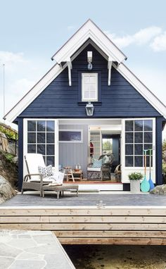 Love this tiny house! Perfect for guests or as a mother in law house. Love this tiny house! Perfect for guests or as a mother in law house. Beach Cottage Style, Coastal Cottage, Beach House Decor, Coastal Style, Beach Cottage Exterior, Coastal Living, Beach House Colors, Lake Cottage, Cottage Living