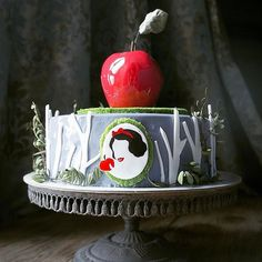 """My Disney Finds on Instagram: """"Just one bite 🍎💀 This eerie Snow White cake would be perfect for a Halloween table! (can you tell I'm fully in the Halloween spirit?! 🤪🎃)…"""" Snow White Cake, Halloween Table, First Bite, Spirit Halloween, Instagram Accounts, Be Perfect, Amazing Cakes, Snow Globes, Canning"""