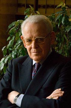 Eduardo García de Enterría y Martínez-Carande (27 de abril de 1923 –  16 de septiembre 2013), jurista español.