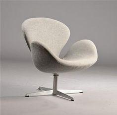 Arne Jacobsen. 'Svanen', model 3320, betrukket med grå Kvadrat uld, drejelig firpasfod af aluminium.
