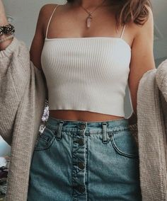 42 Comfy Street Style Looks That Make You Look Cool .- 42 Comfy Street Style Looks, die Sie cool aussehen lassen 42 Comfy Street Style Looks That Make You Look Cool … – Casual Outfits – - Cute Outfits For School, Casual Summer Outfits, Spring Outfits, Trendy Outfits, Casual Dressy, Grunge Outfits, Winter Outfits, Comfy Casual, Classy Outfits