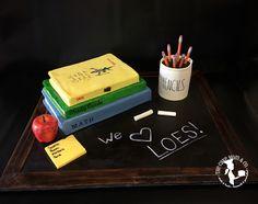 #teacher #cake #raedunn #cakedecorating #books #pencils #postit #stickynotes #apple #chalk