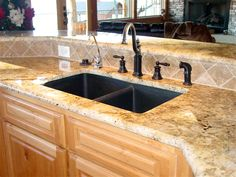 love the quartz countertop color!