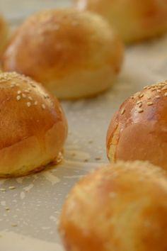 Ψωμάκια για Burger Flour Recipes, Cooking Recipes, Greek Sweets, Puff Recipe, Bread And Pastries, Greek Recipes, Food Processor Recipes, Food And Drink, Tasty