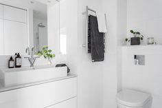 Perfekt planerat med förvaring och tvättmaskin