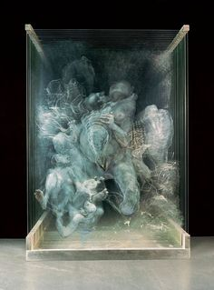 In Xia Xiaowan's work there is a preoccupation with how to portray a 3D image on a 2D surface.