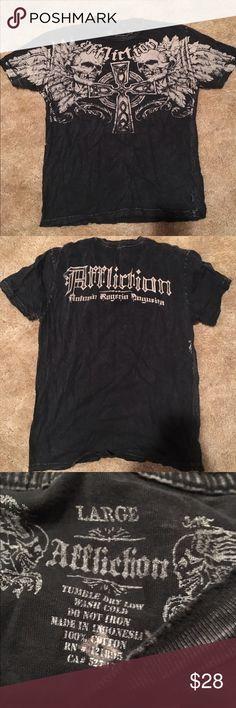 Affliction T shirt Men's Large Affliction T shirt from the Buckle store. Mens Size Large. Black with skulls. Super soft and comfortable Affliction Shirts Tees - Short Sleeve