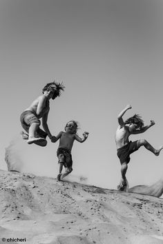 Black and White Photography - Children of Summer at the Beach Black White Photos, Black And White Photography, Newborn Fotografie, Jumping For Joy, Little People, Belle Photo, Foto E Video, Old Photos, Kids Playing
