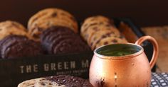 Malzemeler :   Vanilyalı Kurabiye Hamuru:    113 gr. tereyağı oda sıcaklığında  100 gr. şeker  110 gr. kahverengi şeker  1 orta boy ...