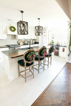 Red Plaid Christmas Home Tour - Home Stories A to Z Decor, Diy Kitchen Decor, Kitchen Inspirations, Christmas Kitchen, Clean Kitchen, Home, Classy Christmas Decor, Kitchen Decor, Buying A New Home