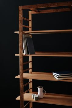 Oliver Chapman Architects combines technology and craft in Flitch House Furniture Projects, Wood Furniture, Furniture Design, House Furniture, Shelving Design, Shelf Design, Walnut Shelves, Joinery Details, Woodworking