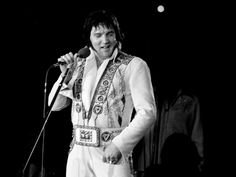 Elvis on stage in Hollywood in february 12 1977.
