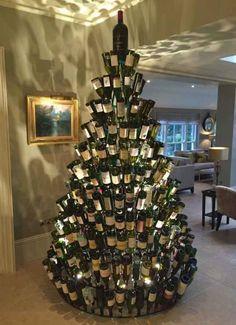 Die Person, die den Wein-Nachtsbaum erfand.
