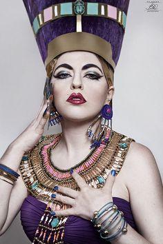 Love the jewelry Nefertiti Tara Ozella /// Nefertara. © Brit Woollard Photography, all rights reserved Egyptian Queen Egyptian Goddess Costume, Egyptian Isis, Egyptian Party, Egyptian Queen, Indiana, Egyptian Fashion, The Bible Movie, Magical Makeup, Muse Art