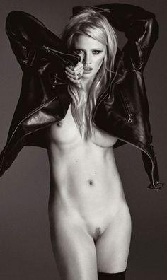 Lara Stone by Iang Luigi for Lui Magazine Dec. 2015-Jan. 2016 #glamour #sexy #nu #naked #larastone #luimagazine #girls #women