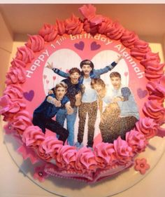 One Direction cake for a friend and she totally loved it! Such a simple cake. Made by me Elena Purton.