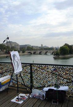#PontDesArts, ofrece una bonita panorámica de la Isla de la Cité, por lo que es frecuentado por pintores además de por turistas. http://www.viajaraparis.com/lugares-para-visitar-en-paris/pont-neuf-de-paris/ #París