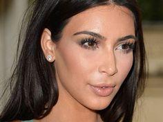 SO kennen wir Kim Kardashian. UNGESCHMINKT sieht das It-Girl aber GANZ ANDERS aus!!! ... und trotzdem WUNDERSCHÖN!  Seht selbst: http://www.shape.de/beauty/pflege-und-make-up/a-59949/so-sieht-kim-kardashian-ungeschminkt-aus.html