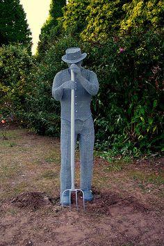 Derek Kinzett wire sculptures