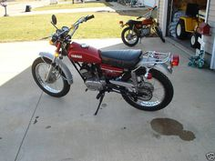 1972 Yamaha Enduro 175.  A great little trail bike.  I had two of them.