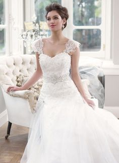 Delicate Lace Wedding Dress with cap sleeves