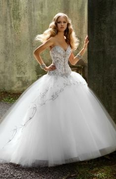 Sweetheart Princess/Ball Gown Wedding Dress  with Dropped Waist in Silk Organza. Bridal Gown Style Number:32619090