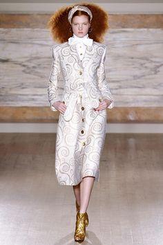 L'Wren Scott Londra - Spring Summer 2014 Ready-To-Wear - Shows - Vogue. L'wren Scott, Runway Fashion, High Fashion, Fashion Show, Fashion Design, London Fashion, Fashion Trends, Mode Chic, Review Fashion